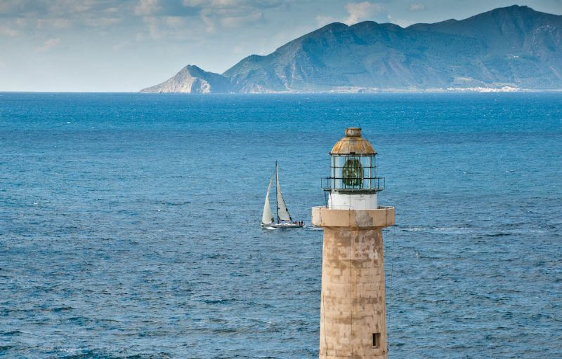 Sailing Past Faviganana (Photo by Rolex/Kurt Arrigo)