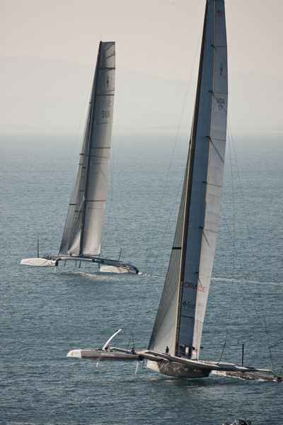 BMW Oracle and Alinghi 5 (Photo by Gilles Martin-Raget/BMW Oracle)