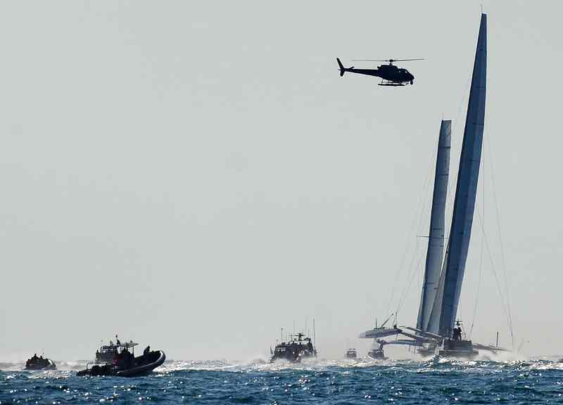 BMW Oracle and Alinghi 5