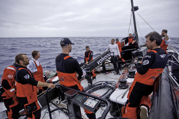Crew of PUMA sorts out the rig (Photo by Amory Ross/PUMA Ocean Racing/Volvo Ocean Race)