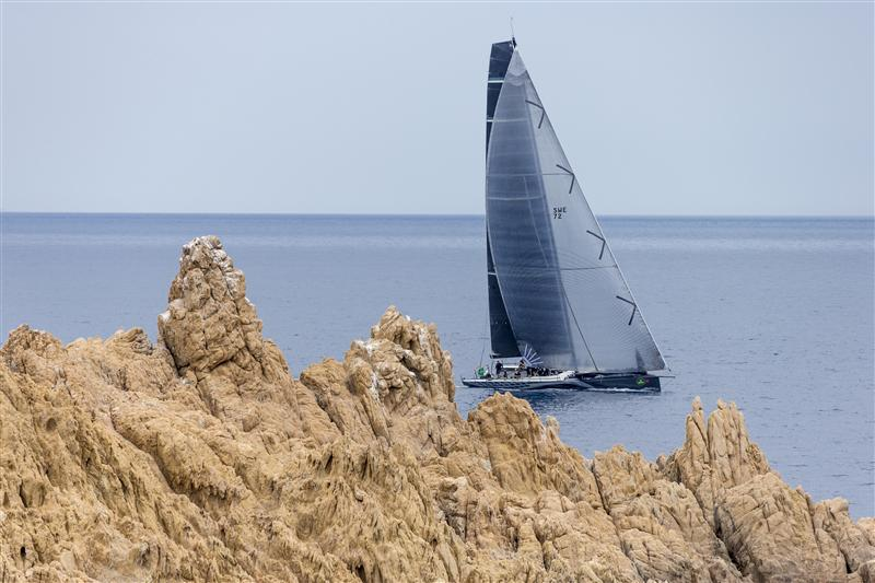 RÁN 5 (SWE) close to the shore as she leaves Saint-Tropez RAN 5, Sail n: SWE72, Owner: NIKLAS ZENNSTROM,  (Photo by Rolex/Carlo Borlenghi)