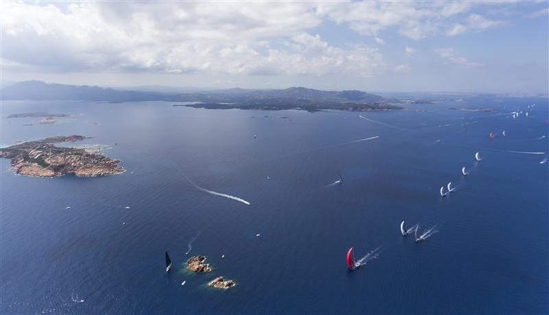 The fleet getting to Mortoriotto rock under spinnaker (Photo by Rolex / Carlo Borlenghi)