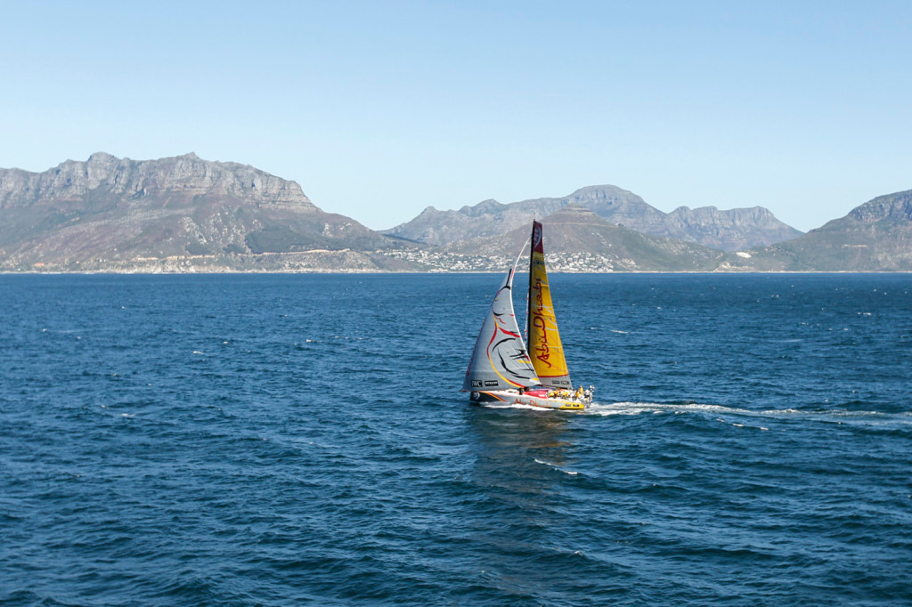 November 05, 2014. Abu Dhabi Ocean Racing leads at the end of Leg 1 on the approach of Cape Town finish line.  (Photo by Ainhoa Sanchez/Volvo Ocean Race)
