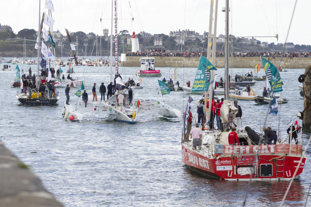 Passage des ecluses pour les concurrents de la Route du Rhum-Destination Guadeloupe 2014 - Saint Malo le 01/11/2014 Fleet (Photo Passage des ecluses pour les concurrents de la Route du Rhum-Destination Guadeloupe 2014 - Saint Malo le 01/ 11/14  (Photo © ALEXIS COURCOUX))