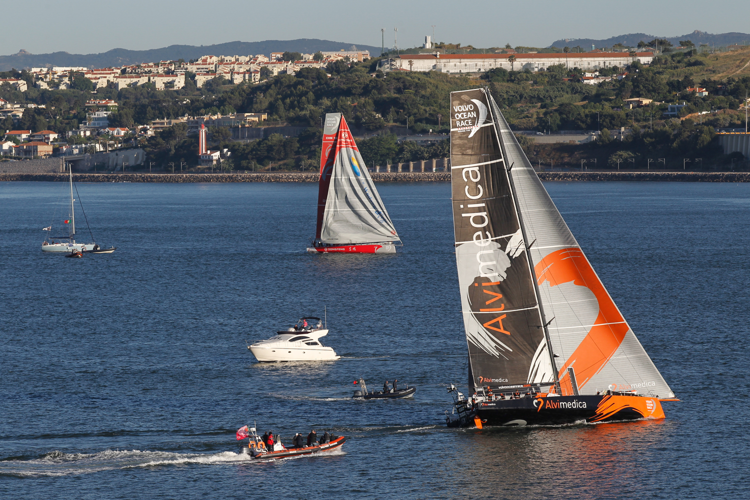 Leg 7 arrivals in Lisbon; Team Alvimedica and Dongfeng Race Team take the fight right to the finish line. (Photo by  Ainhoa Sanchez / Volvo Ocean Race)