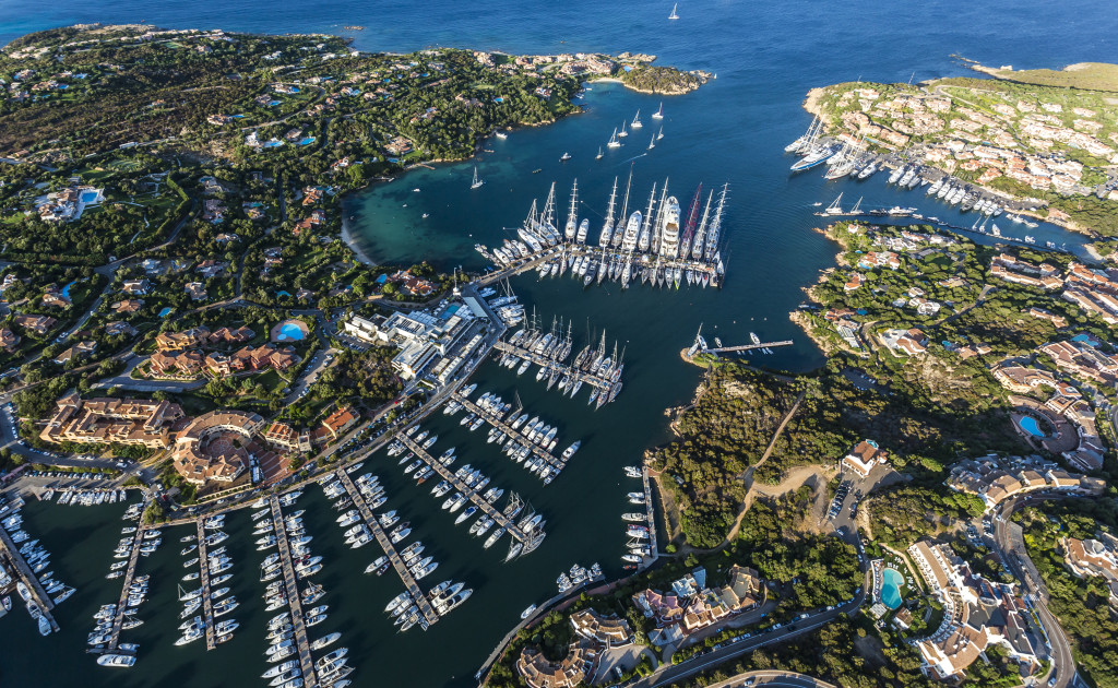 Dockside ambiance in Porto Cervo (Photo by Rolex / Carlo Borlenghi)